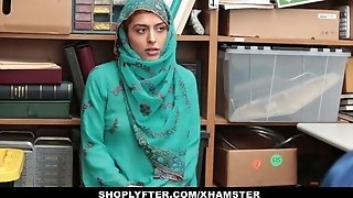 Shoplyfter- sizzling Muslim teen Caught & harassed