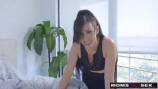 Step-Mom Wakes sonny For fuckpole And creampie S7:E2
