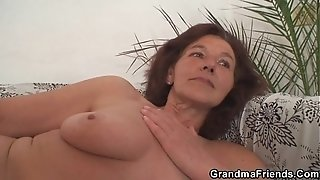 Aged superslut gulps 2 youthfull knobs