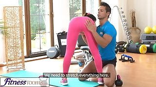 FitnessRooms Gym tutor pulls down her yoga pants