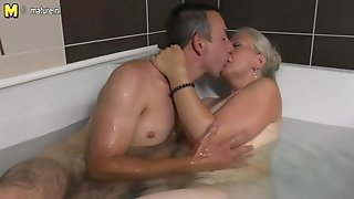 Mature tramp mom takes youthfull spunk-pump in the bath