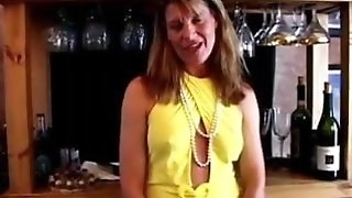 Fit mature swinger nails her moist muff