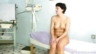 Mature dame Eva visits gynecology doc to get gynecology mature check-up