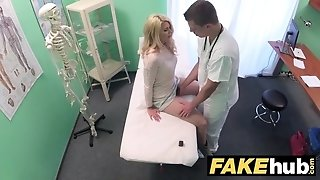 Fake medical center sloppy physician gives blondie Czech babe moist pants