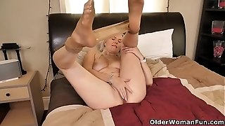 Canadian cougar Velvet Skye luvs a superb finger plowing