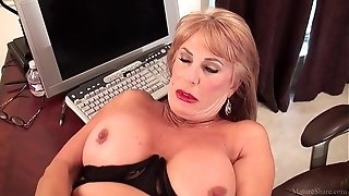 Trampy mature ash-blonde Rae Hart chooses posing and toying with her sissy