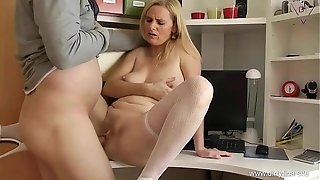 Mommy alone at Home - plow my mature muff