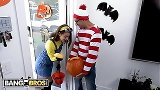 BANGBROS - teenage Evelin Stone Gets Bruno woodemz's wood In A Pumpkin